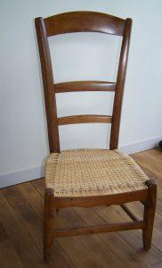Chaise de nourrice assise en cannage de lame de rotin